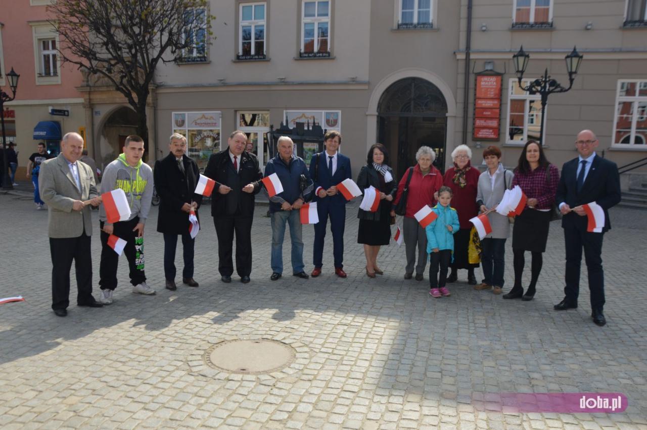 """OBS świętuje razem z mieszkańcami  Dzierżoniowa """"Dzień flagi"""""""