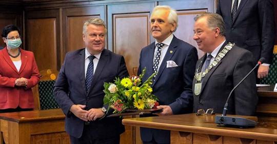 Gratulujemy – Marek Piorun nasz lider, prezes OBS, uhonorowany medalem Zasłużony dla Miasta Dzierżoniowa.